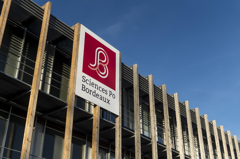 Façade Sciences Po Bordeaux avec enseigne